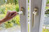 Bedienungs- und Pflegeanleitung zu Kunststofffenster